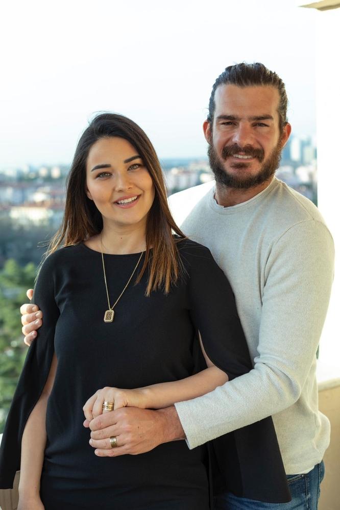 Hakan Ve Gizem Hatipoğlu Alyans Kolye Tektaş Kombini Gb102