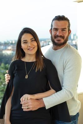 Hakan Ve Gizem Hatipoğlu Alyans Kolye Tektaş Kombini Sb102 - Thumbnail
